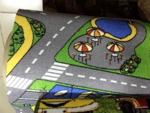 Детский ковер с улицей и дорогами