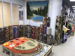 общий вид магазина с коврами