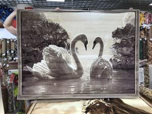 Ковер и изображением лебедей